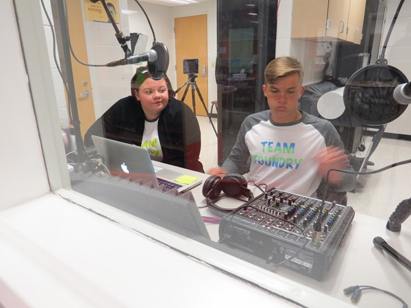 STLP students learning sound editting