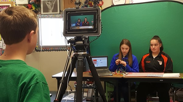Middle School students film their project