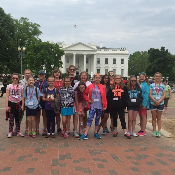 5th grade students in front of the white house in Washington, DC