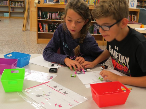 Working together with Little Bits electronic building blocks